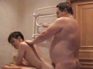 chunky homo dad bangs his young twink in bath